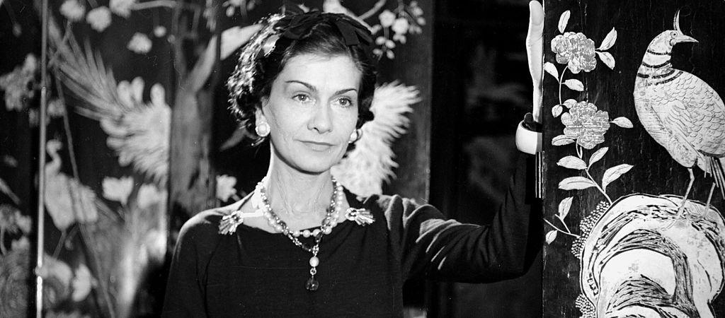 Začátek životního příběhu Coco Chanel ve 3 minutách