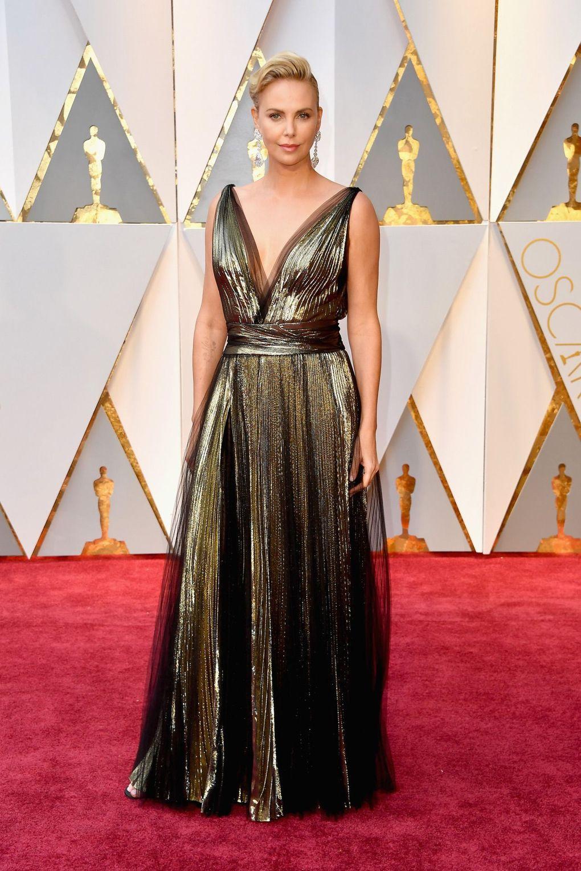 Charlize Theron v šatech Dior