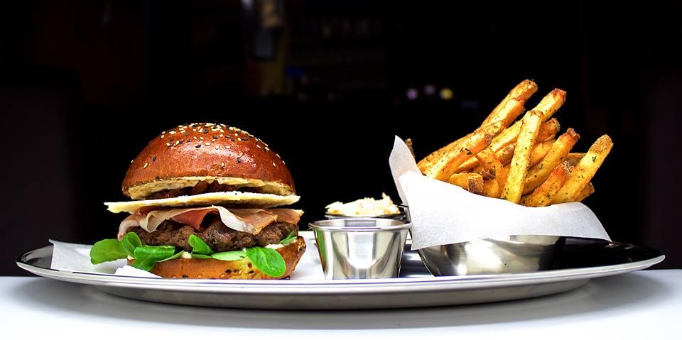 5 tipů, kam na nejlepší burger v Praze