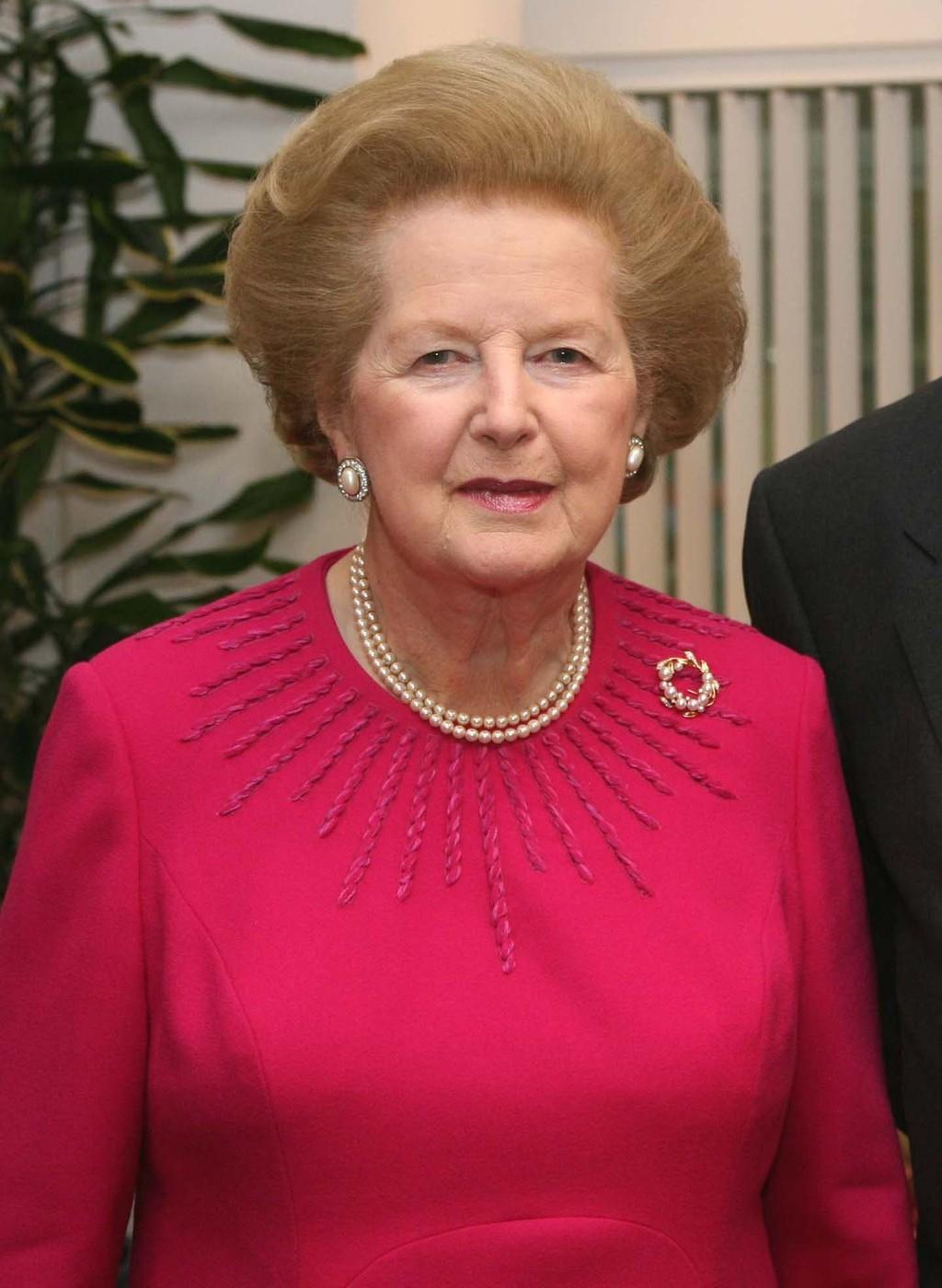 Margaret Thacher vždy nosila dvouřadové perly, které ji daroval její manžel.