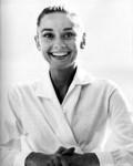 Audrey Hepburn v bílé košili