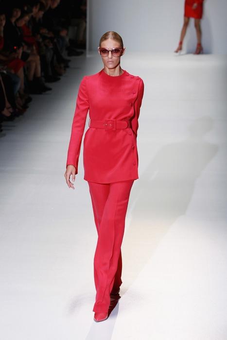 Kostýmky má v nabídce často i značka Gucci. Aktuální je hodně výrazný