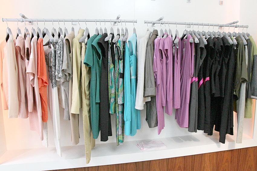 V nové kolekci najdete šaty v pastelových barvách, tuniky i úpletové topy