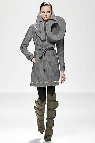 Kolekcí na podzim 2008 řekli Viktor a Rolf módnímu průmyslu Ne