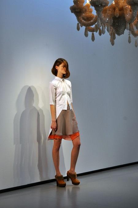 2-Vrstvená-sukně-s-bílou-halenkou