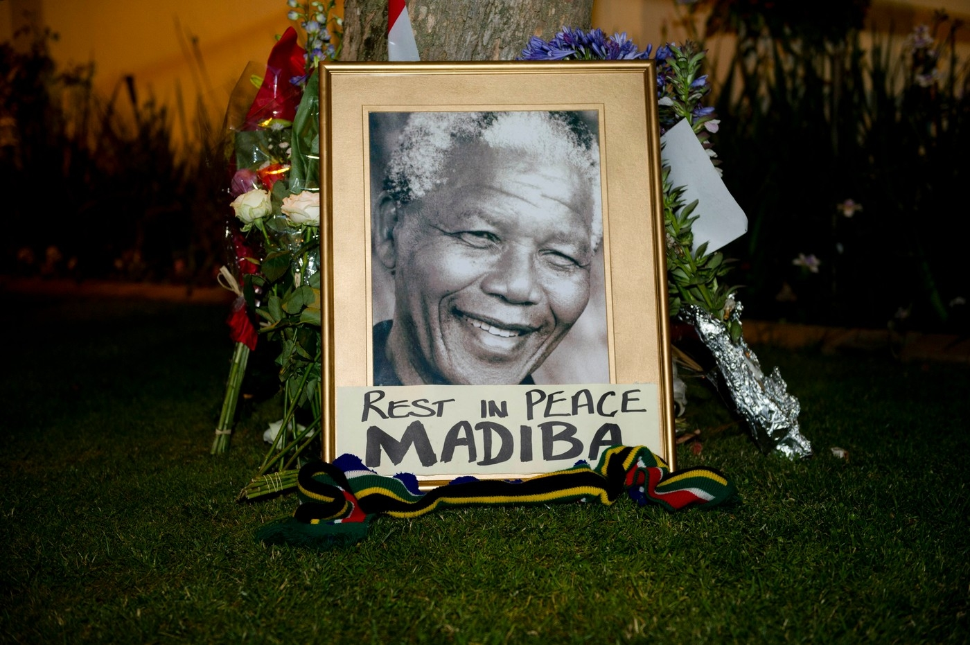 People Across South Africa Pay Tribute To Nelson Mandela In Johannesburg