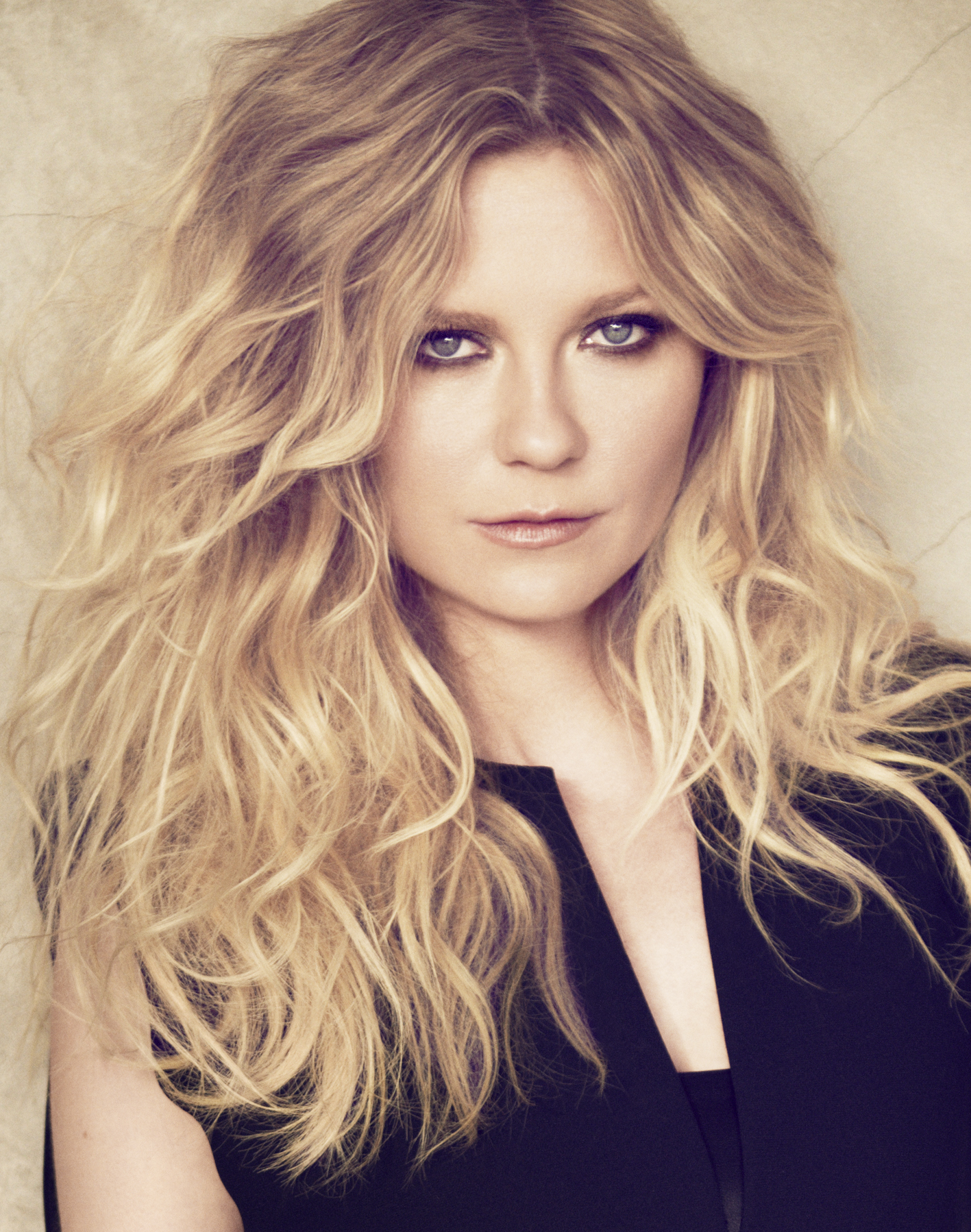 kirsten-dunst-portrait-matthew-brookes-for-l-oral-professionnel