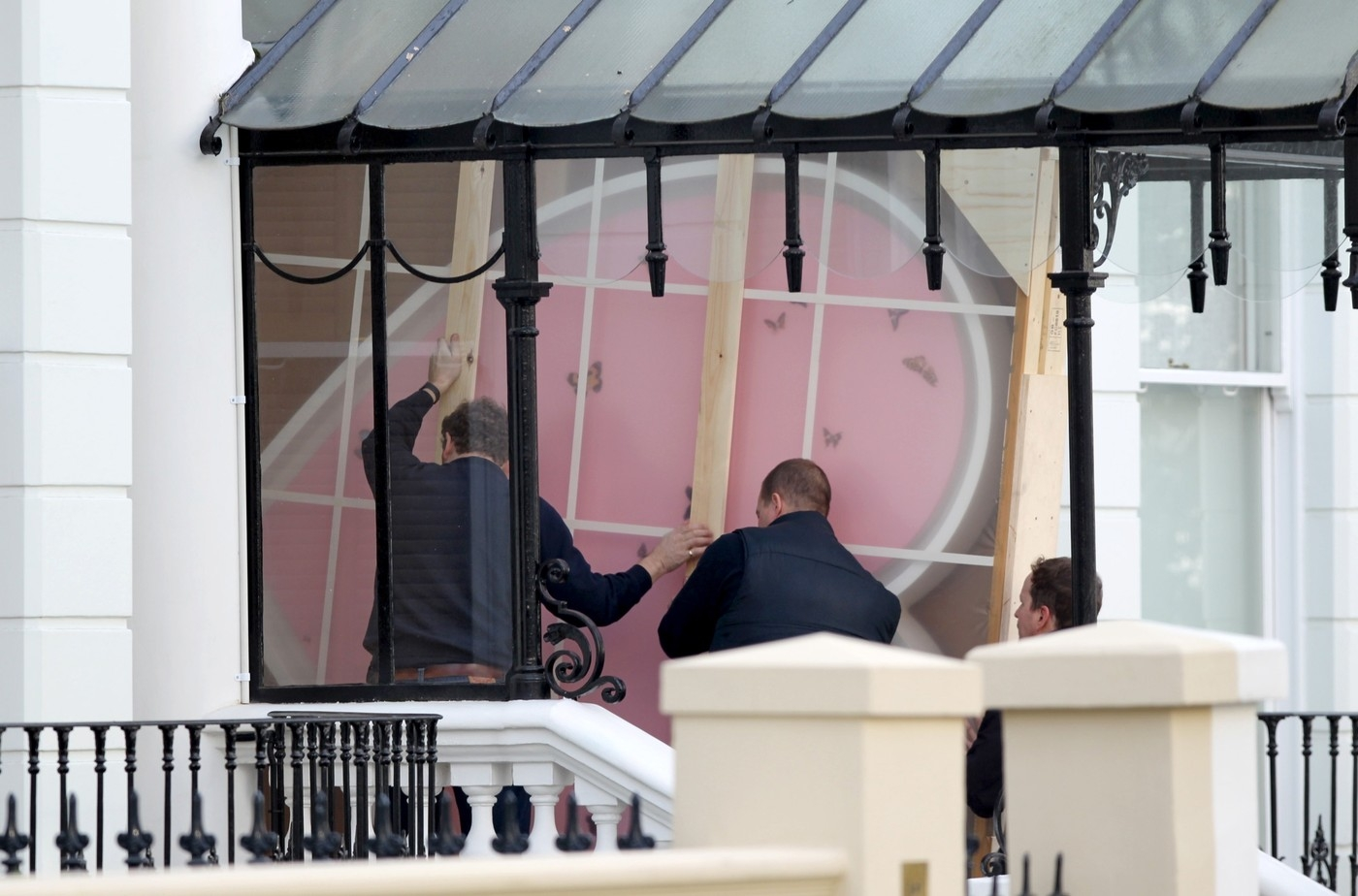 Exclusive: Heart Shaped Damien Hirst Artwork Is Carried Into The Beckhams London Home