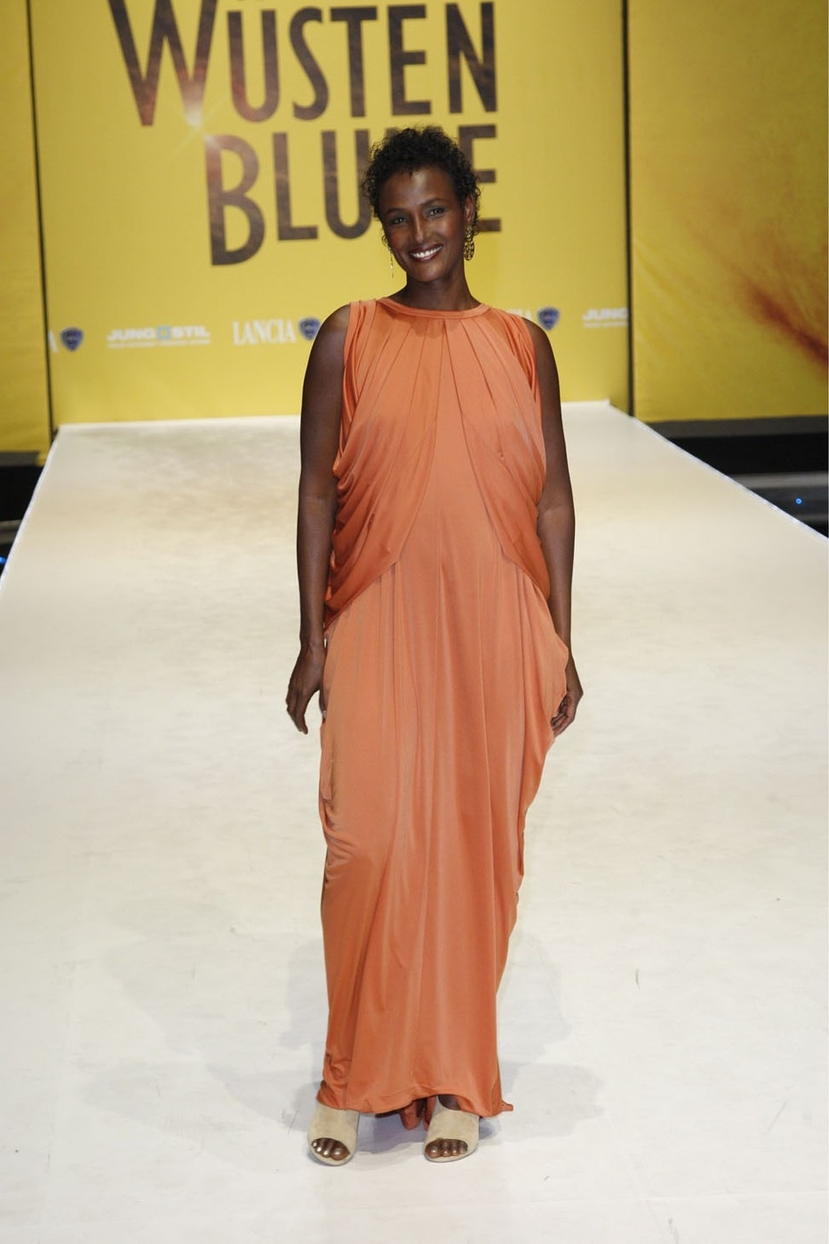"Dirie, Waris, * 1965, Somalian fashion model and writer, full length, during German film premiere of ""Desert Flower"", Cinestar B"