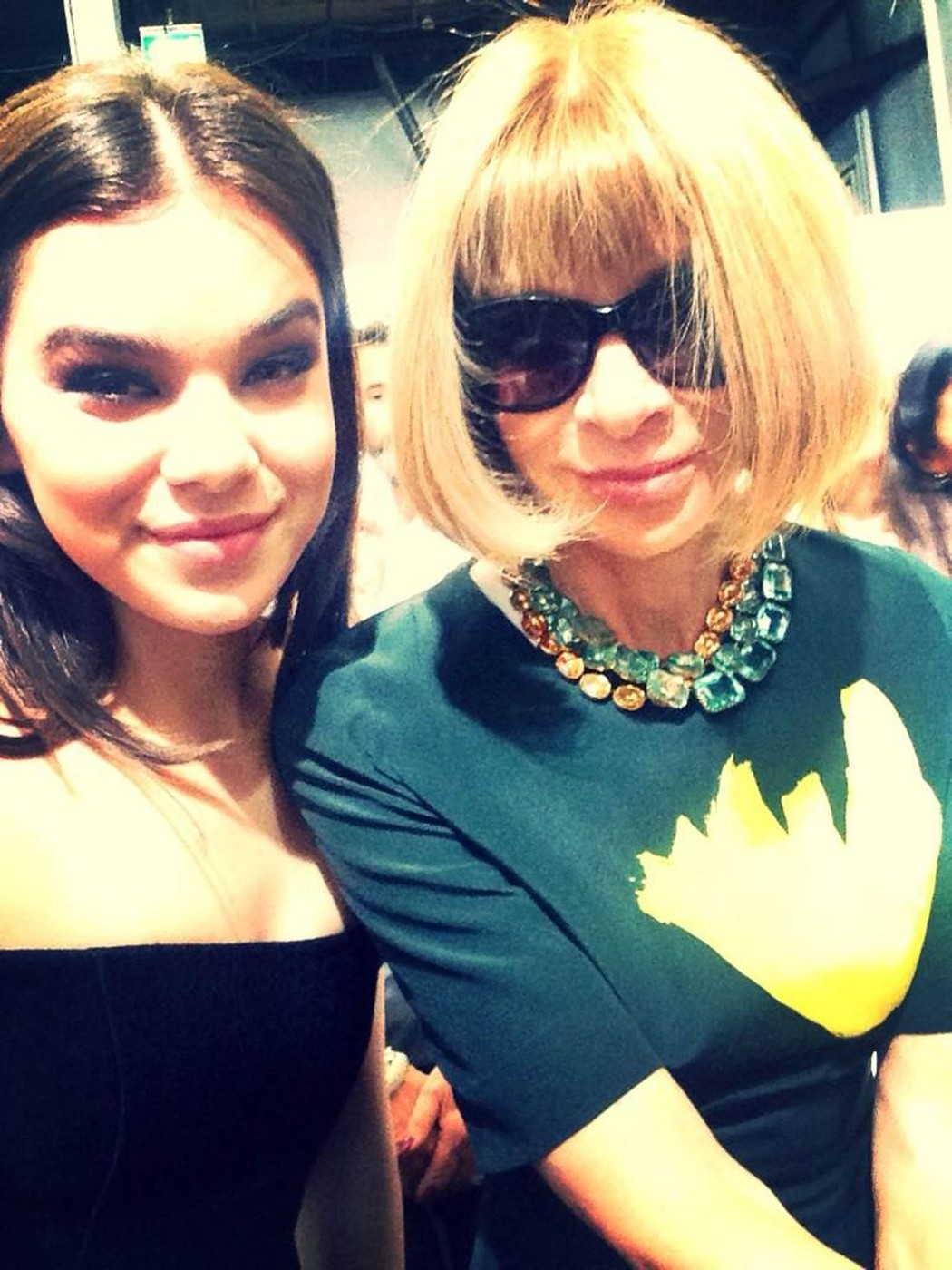 "Hailee Steinfeld ?tweets ""Oh ANNA WINTOUR. #Honored"