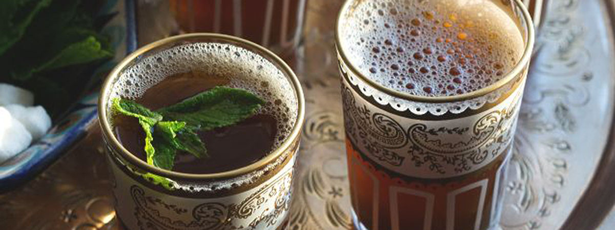 Voňavé ovoce v čajovém šálku