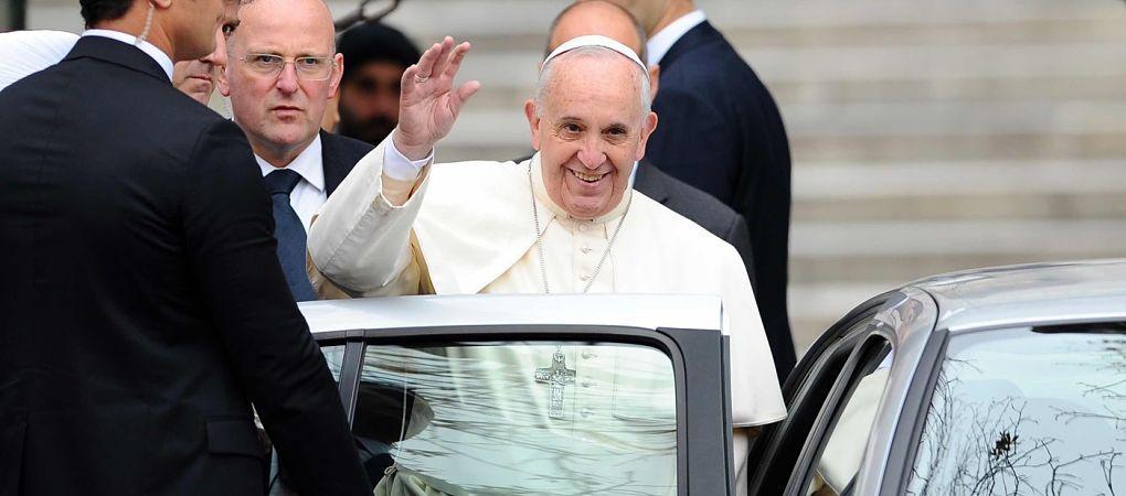 Papež František přijal dárek od značky Diesel