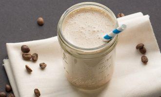 5 receptů na smoothie, která nakopnou i zasytí