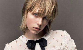 Bílé šaty a krátké vlasy? Vyberte si z nových trendů na léto