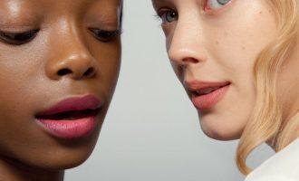 Které kosmetické produkty byste měla začít používat ještě před pětadvacítkou?