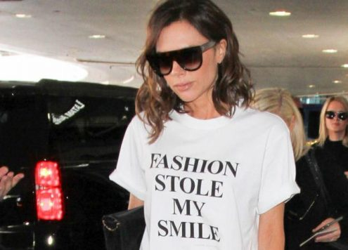 Celebrity v tričkách, která se snaží něco říci
