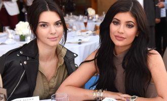 Kendall a Kylie Jenner mají problém – kvůli vlastní řadě triček