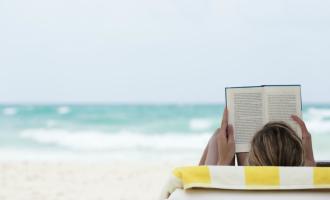 Must reads: Tyhle knihy si s sebou musíte vzít na dovolenou