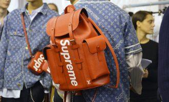 Zapomeňte na kabelku! Jaké batohy se budou nosit na podzim?