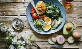 Nový fitness trend: Salát k snídani