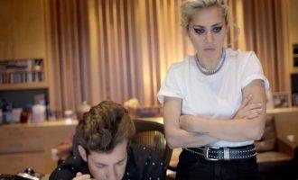 Lady Gaga v novém dokumentu otevřeně mluví o své nemoci