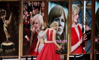 Cenám Emmy vévodily Sedmilhářky. Kdo ale kraloval na červeném koberci?