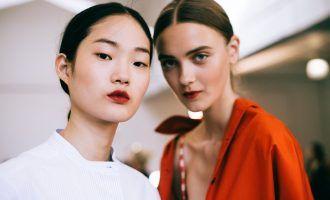 Rudé rty jako doplněk: Jak je nosit?