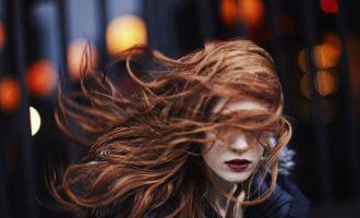 Účesové variace: Co s vlasy v zimě?