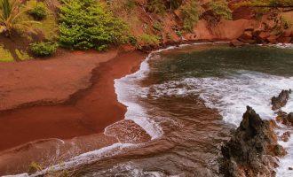 Magicky barevné pláže světa
