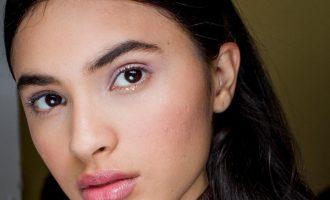 Jak na trendy třpytivý make-up?