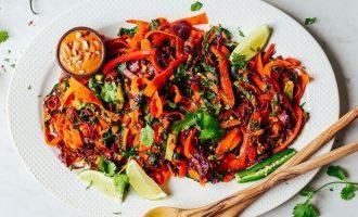 Veganská kuchyně v hlavní roli: Barbecue křídla, burger i Pad Thai