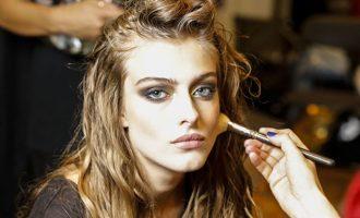 Triky profesionálů, jak nejlépe nanést make-up