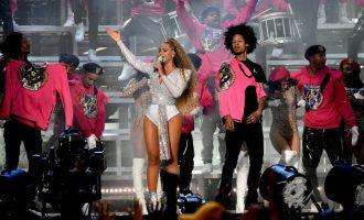 Pokochejte se outfity Beyoncé z festivalu Coachella