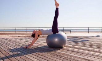 Gymnastický míč: Vytvarujte si břicho i zadek