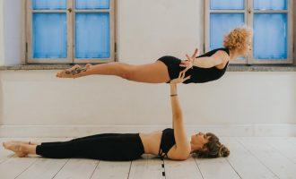 Acro jóga: Dejte tělu i mysli křídla