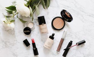 Povinná kosmetická výbava: Bez jakých produktů se tohle léto neobejdete?