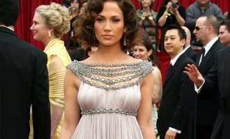 Nejlepší red carpet outfity Jennifer Lopez