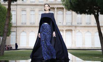 Givenchy Fall 2018 Couture: Show věnovaná legendárnímu zakladateli