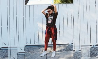 Jak stylově nosit oversize trika?