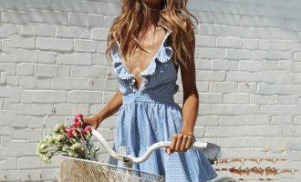 Designové mini šaty, s nimiž hravě zvládnete horké léto