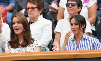 Od obou vévodkyň k Anně Wintour a Drakeovi: Outfity celebrit z Wimbledonu