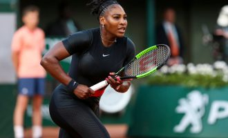 Je tenis vhodnou aktivitou pro hubnutí?