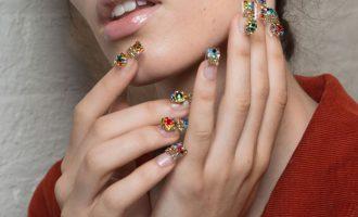 Nail It: Maximalistická manikúra z přehlídkových mol