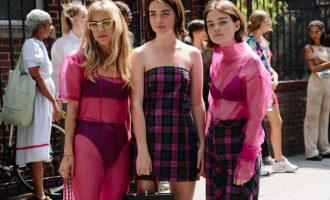 New York Fashion Week: Jaké outfity přinesl street style prvního dne?